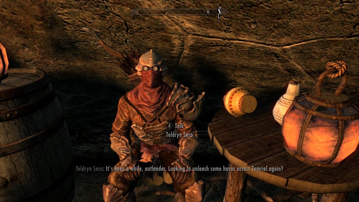 キチンの鎧で全身武装してる怪しい男