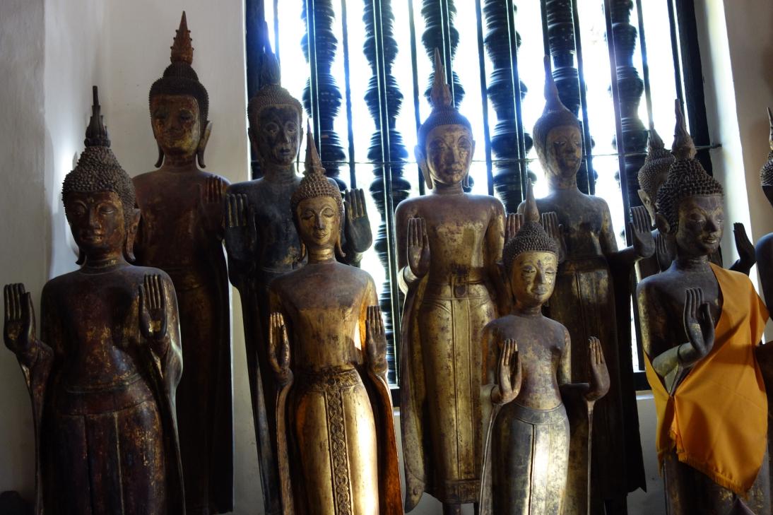 大量の仏像2