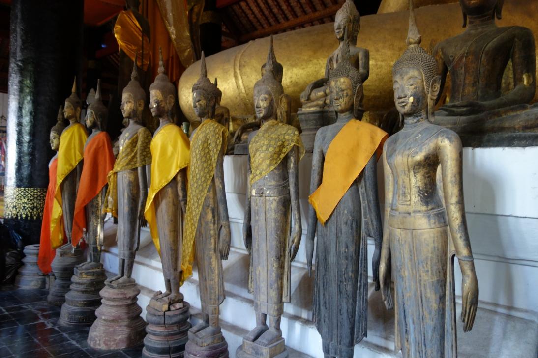 大量の仏像3