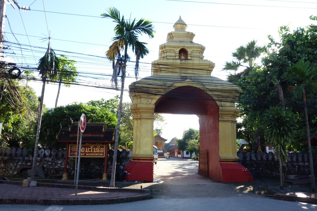 寺の入り口2