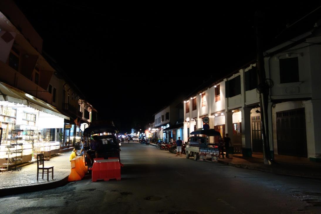 夜のメイン・ストリート