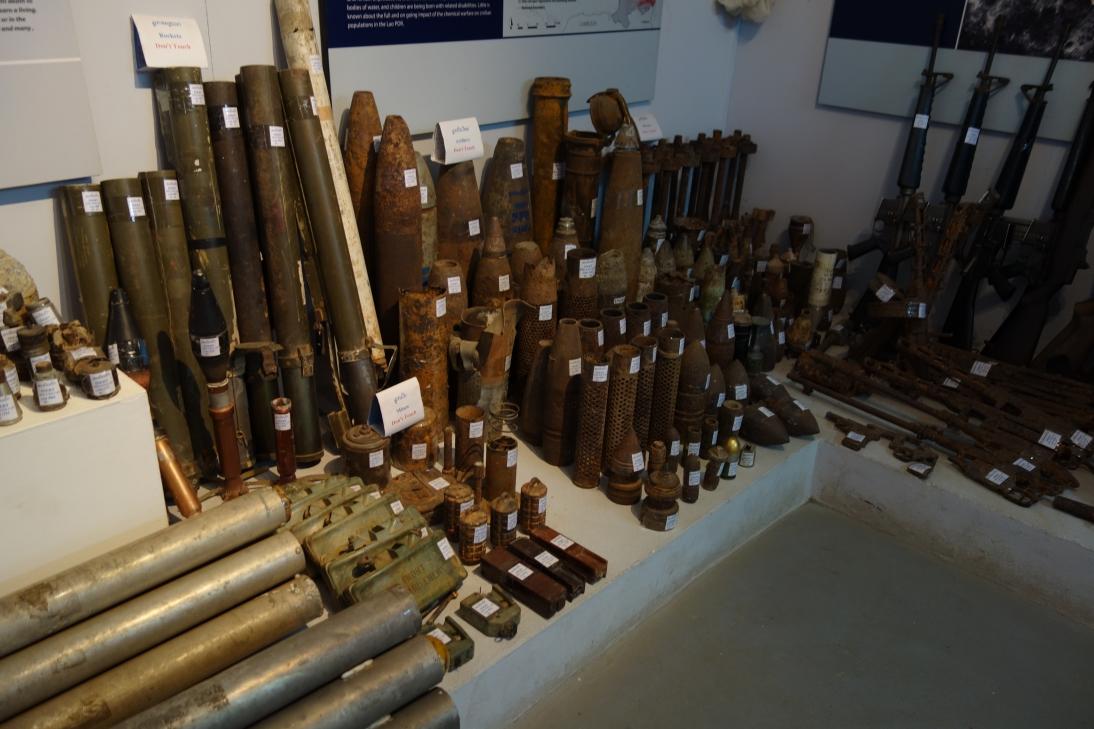 ラオス不発弾センターの展示1