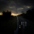[photoikku][jhaiku][haiku][poem][冬][winter][俳句][季語][写真俳句][フォト俳句]寒(かん)あかね 家の灯ぽつり 道急ぎ[山乃鯨]