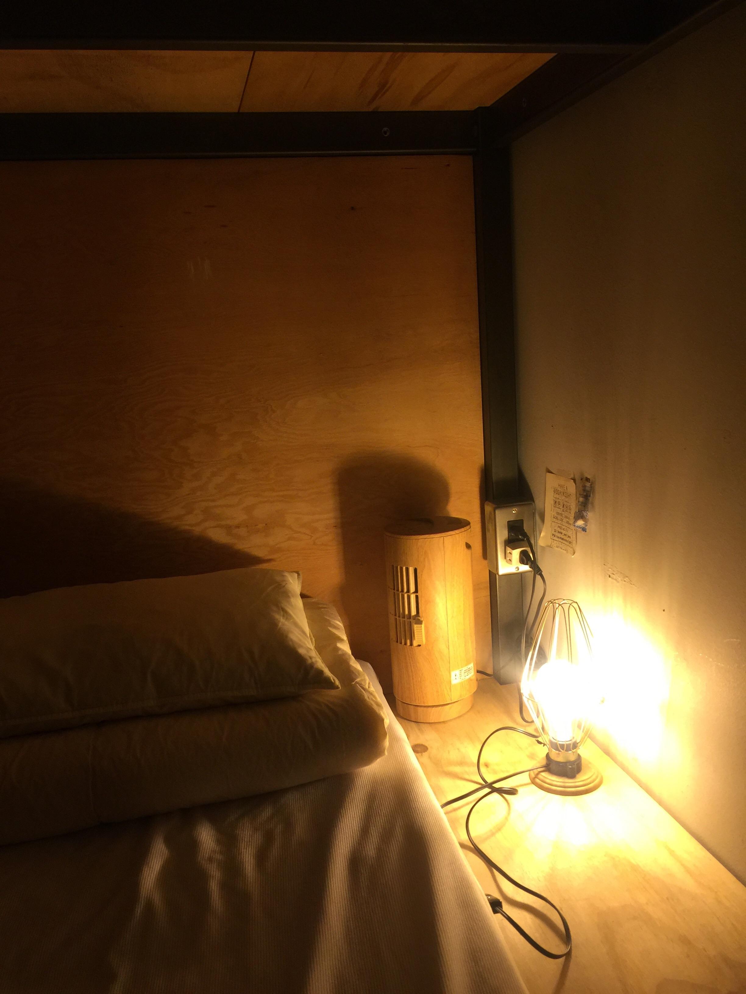 「BOOK AND BED TOKYO」 部屋 様子 明るい