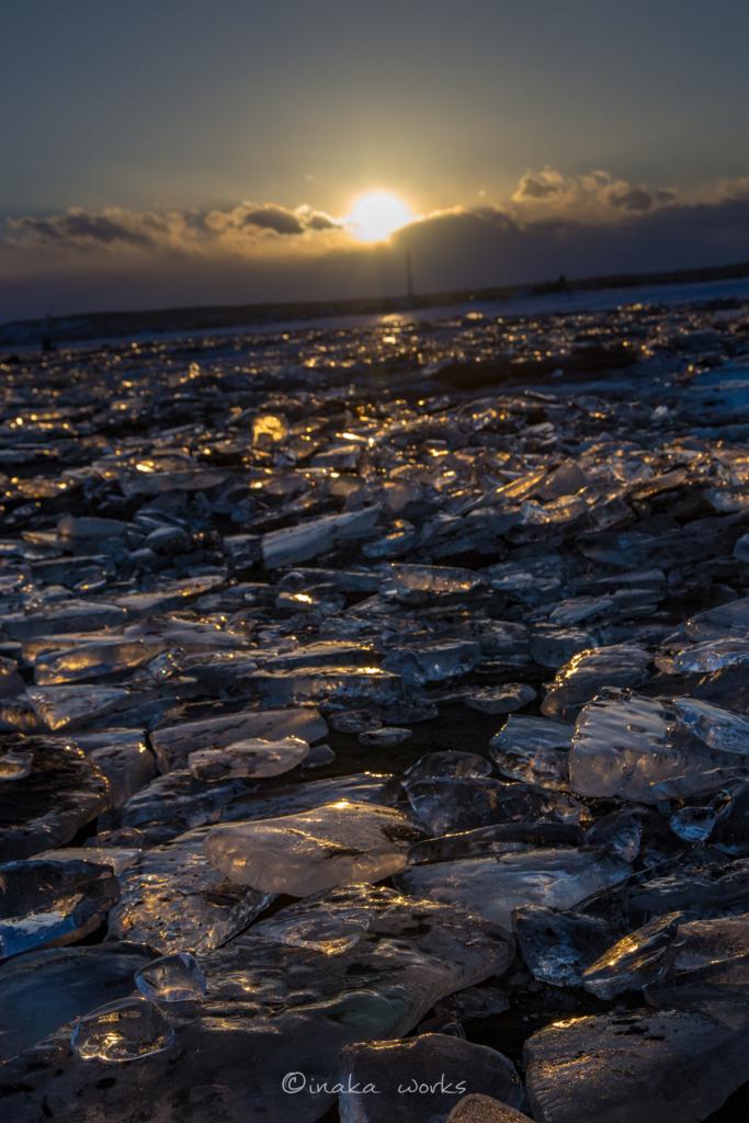 大津海岸に溢れるジュエリーアイス