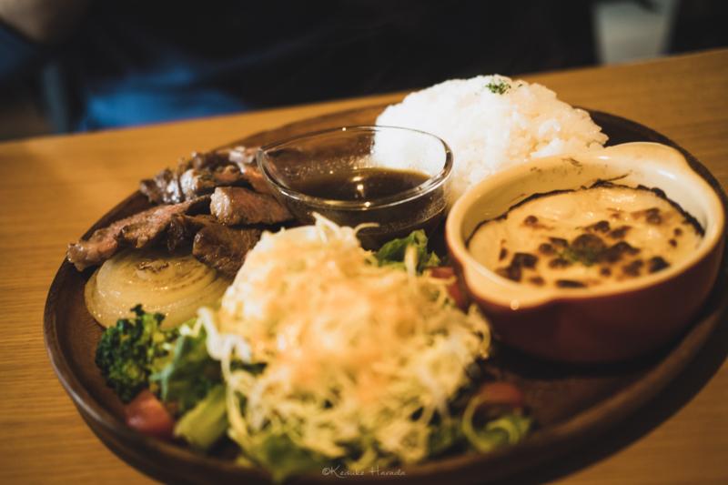 宗谷黒牛のカットステーキ定食