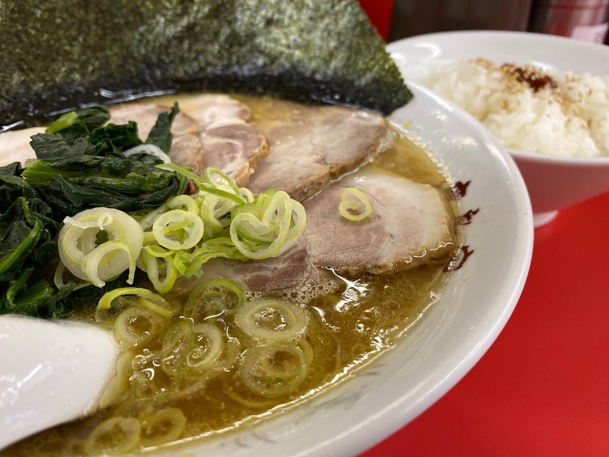 鹿島家黄金町店 太麺チャーシューメン(並)+半ライス