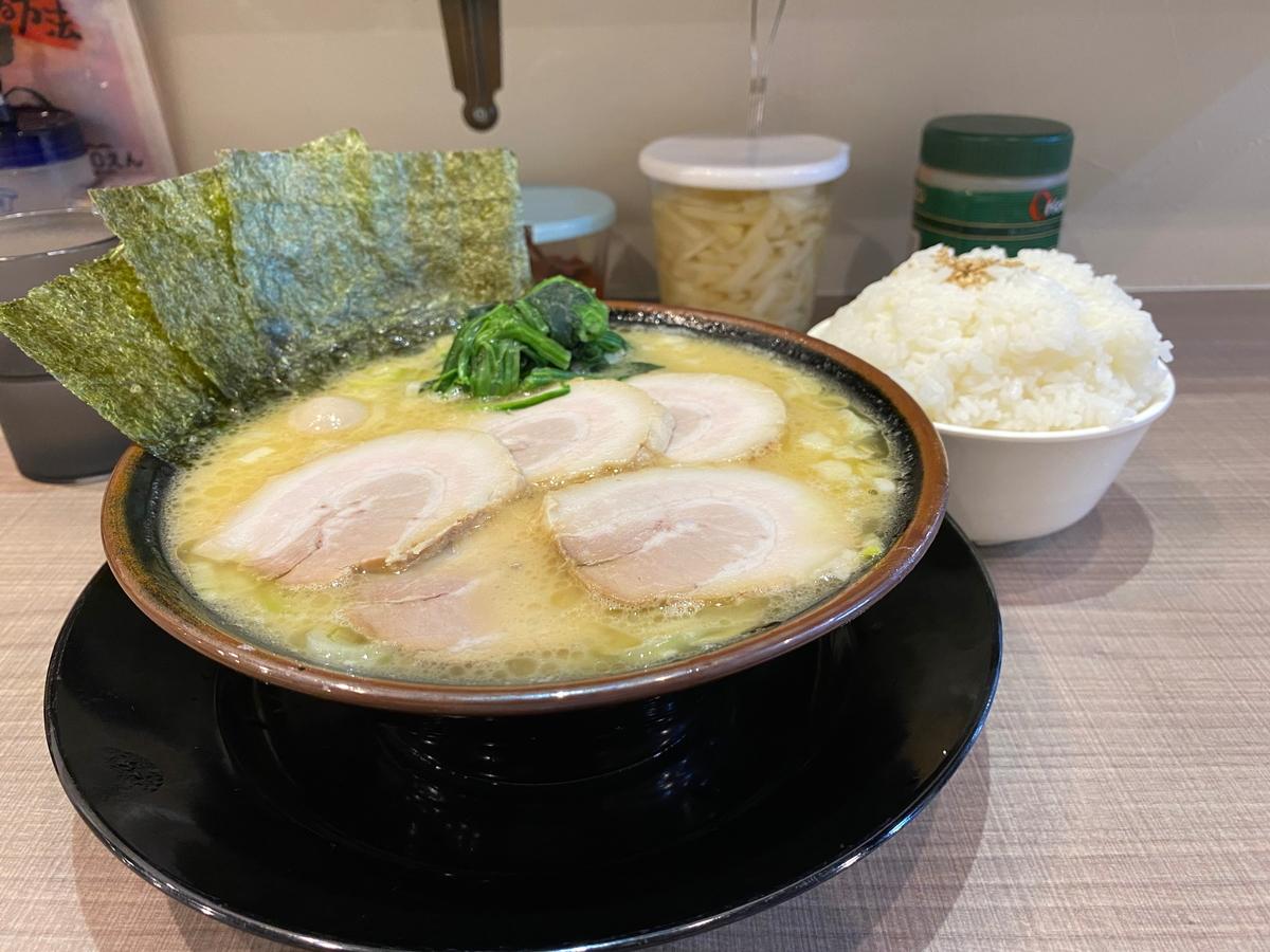 逗子家横須賀中央店 チャーシューラーメン+小ライス