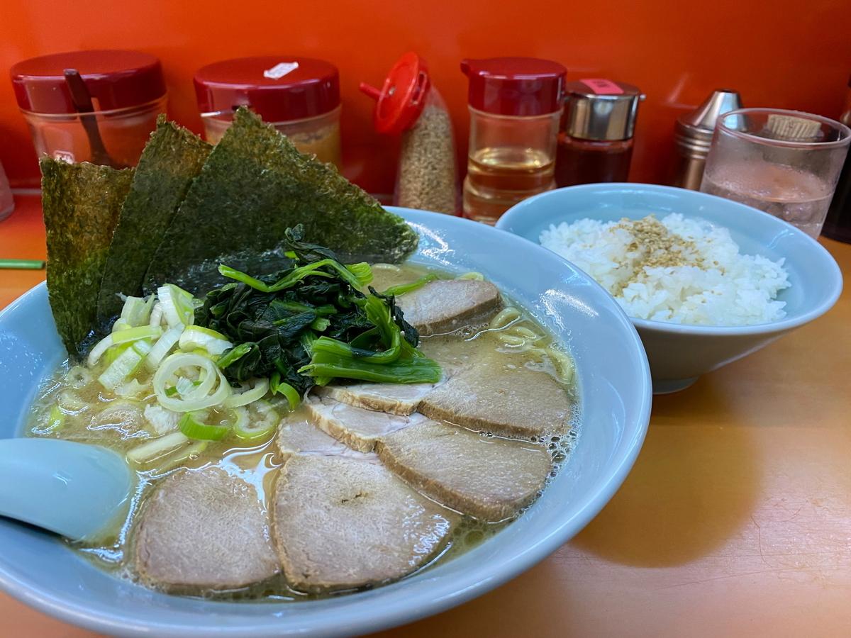 鹿島家石川町店 チャーシューメン(太麺)+半ライス