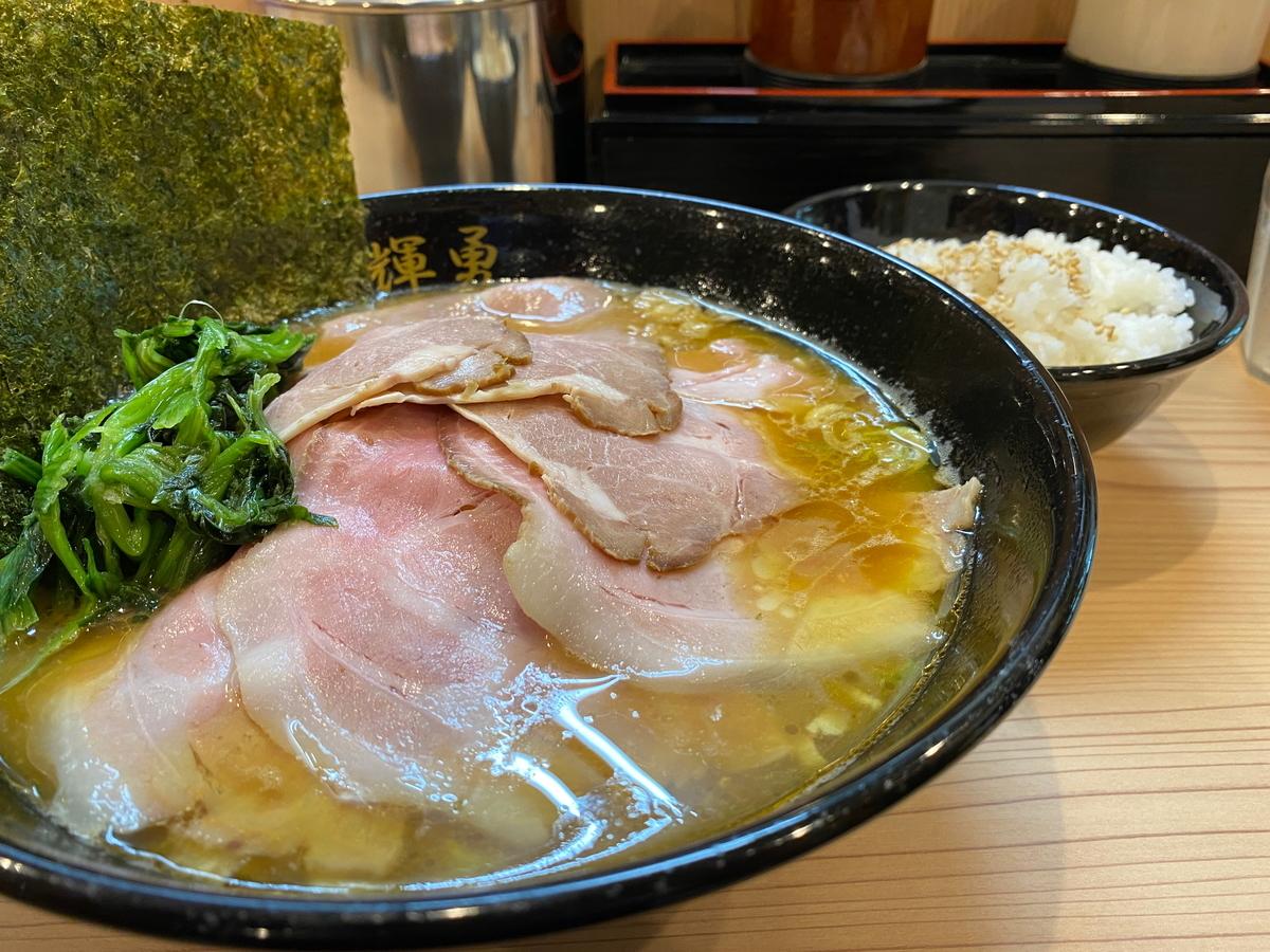歩輝勇センター北店 チャーシュー麺(大)+ライス(無料)