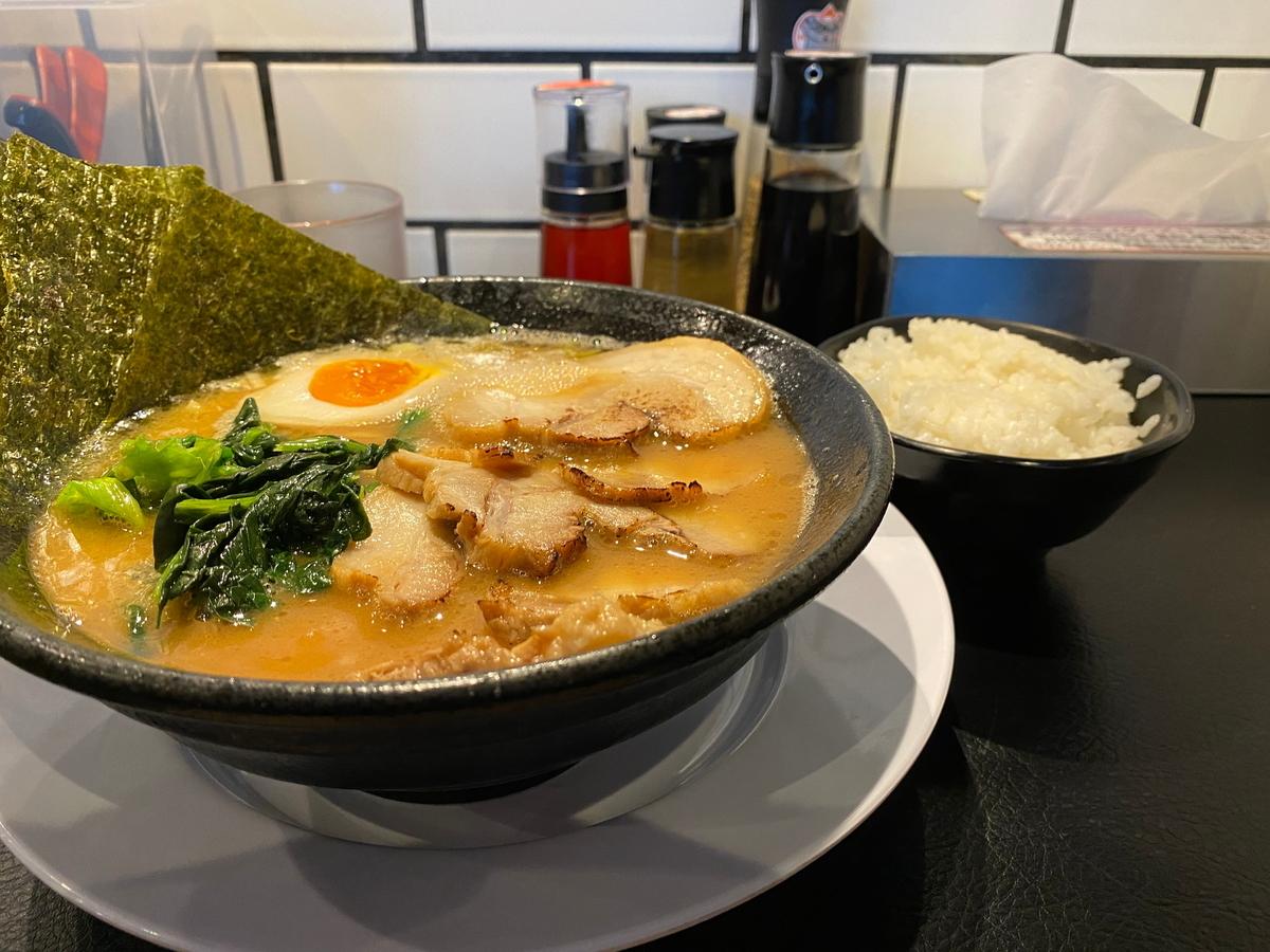 源泉海老名店 豚骨醤油チャーシューめん+半ライス