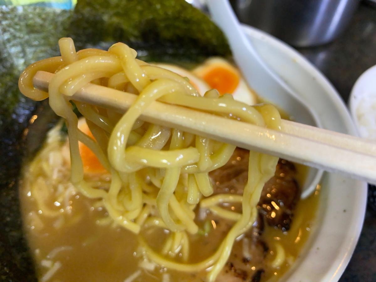 とんこつラーメン松平 麺