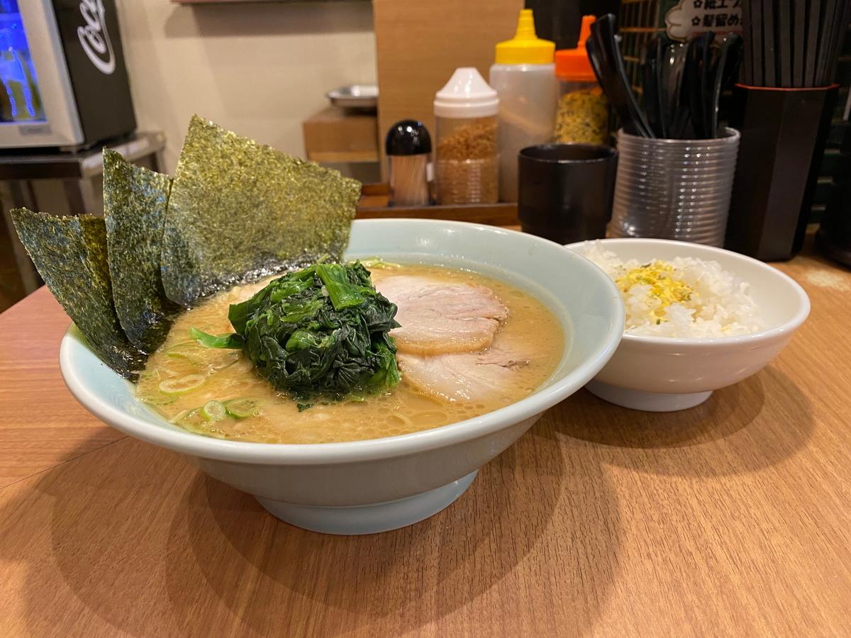 銀家日吉本店 チャーシューメン+半ライス(無料)