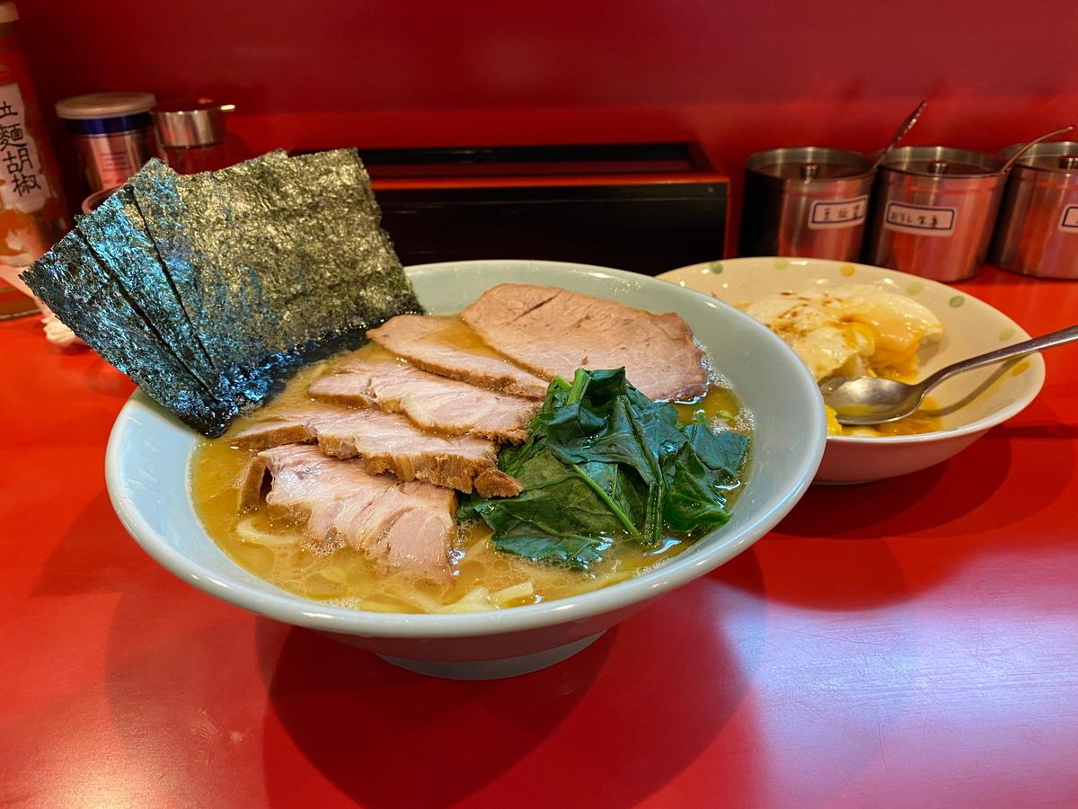 黄金家 チャーシューメン+目玉焼丼