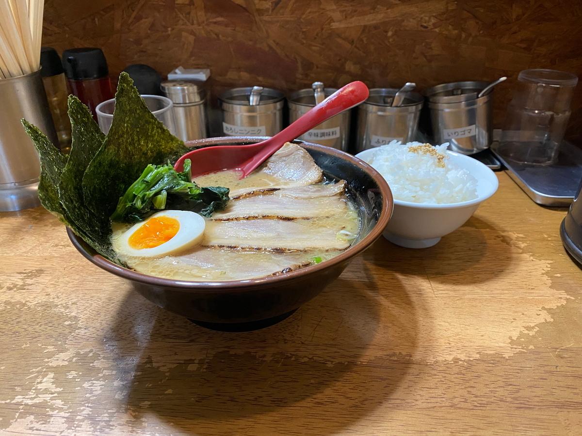 實家戸部店 チャーシューメン+半ライス