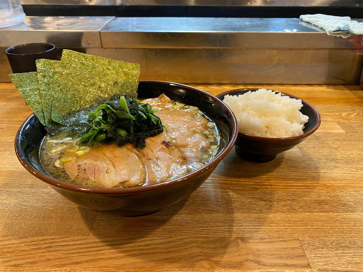 麺屋だるま家 らーめん(720円)+チャーシュー(300円)+半ライス(100円)
