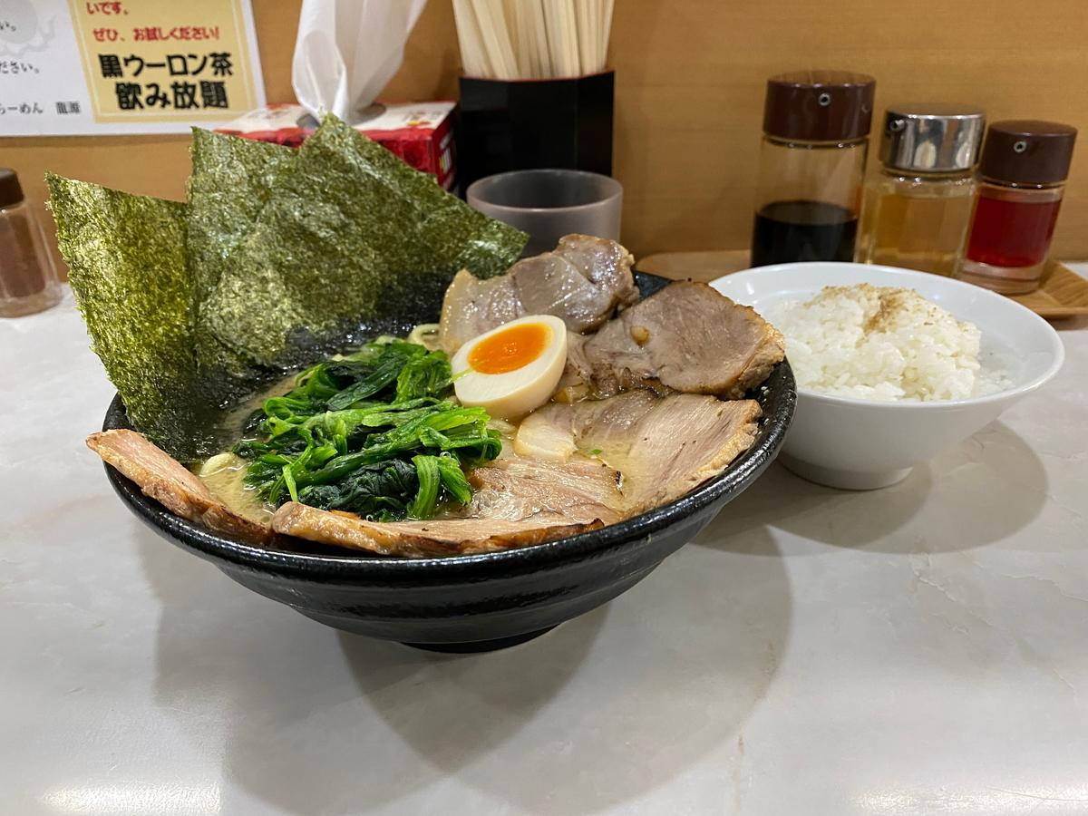 龍源矢向店 醤油豚骨チャーシューめん(930円)+ライス(100円)