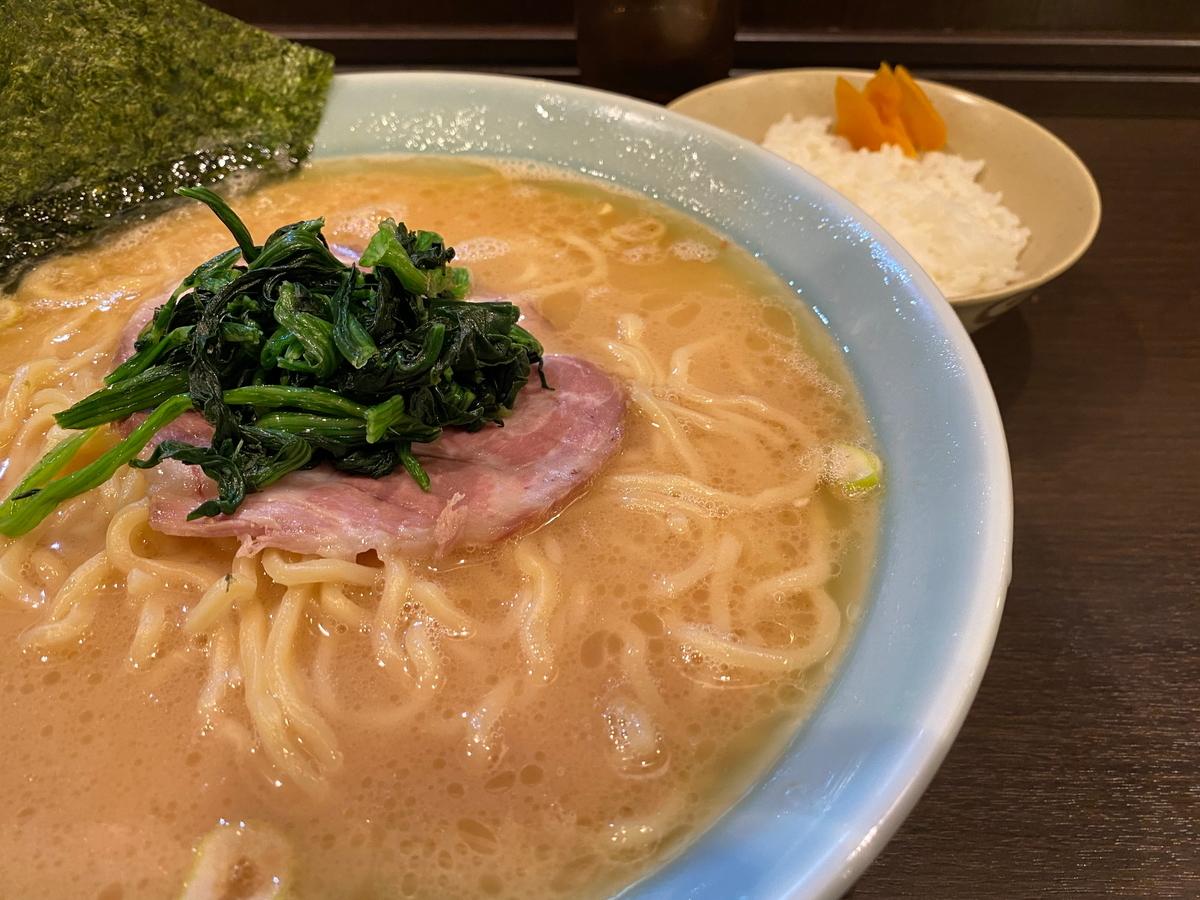 千家川崎店 ラーメン大(900円)+小ライス(100円)