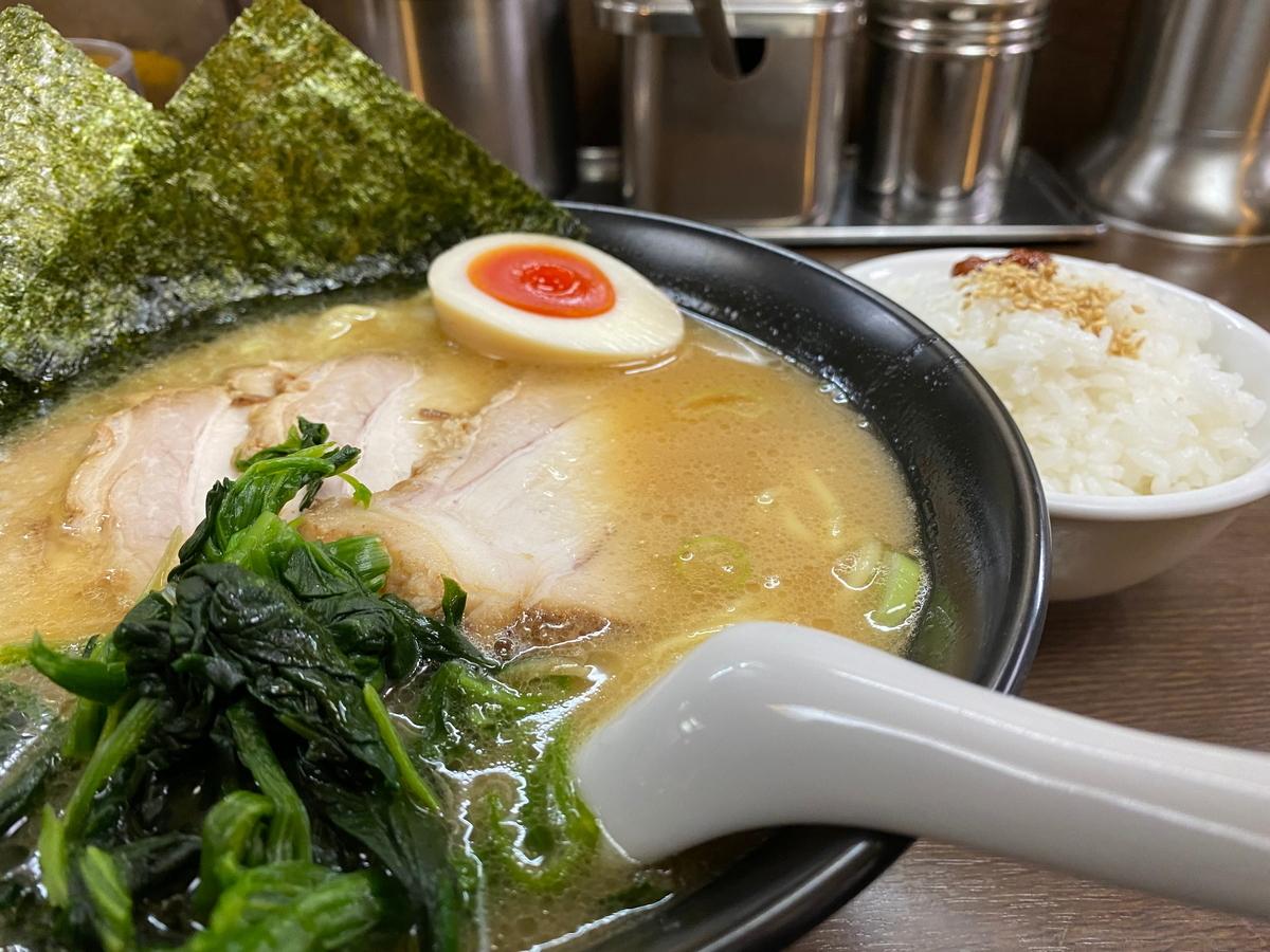 壱八家スカイビル店 チャーシュー麺(990円)+半ライス(100円)