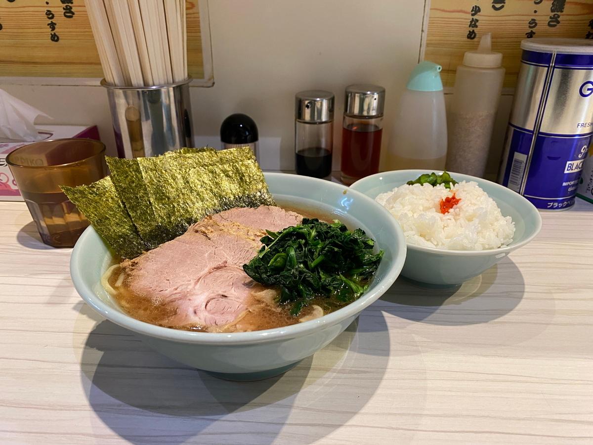 武虎家綱島店 ちゃーしゅーめん並盛(980円)+ライス食べ放題(50円)