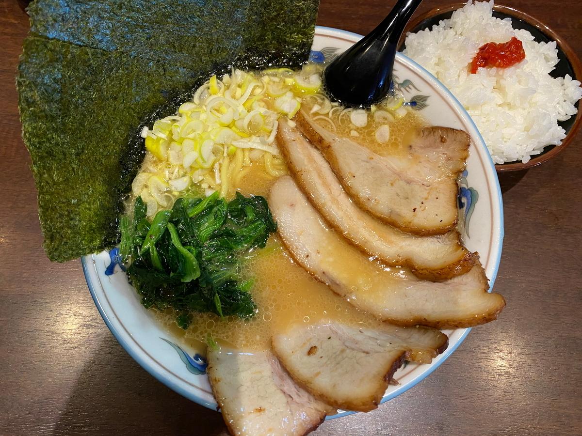 麺屋めんりゅう チャーシューメン+半ライス