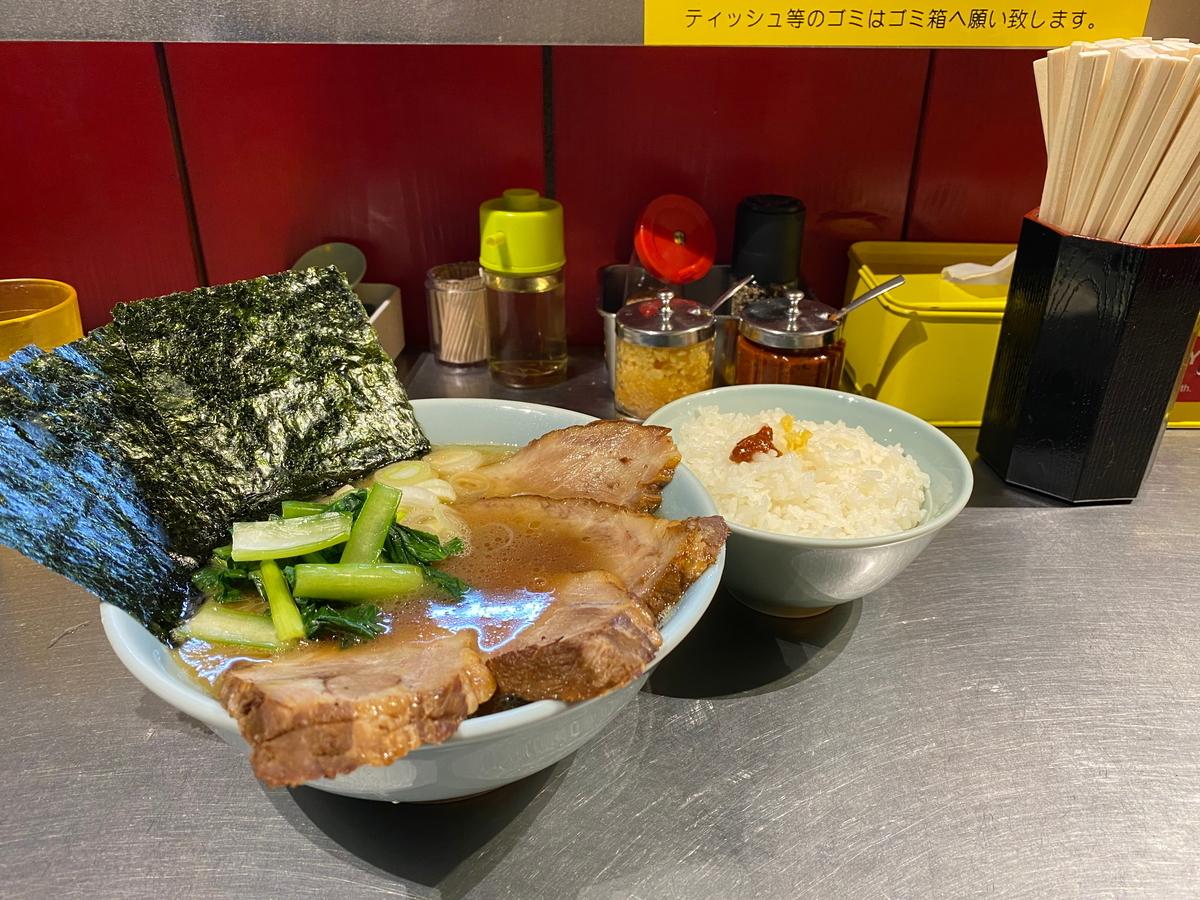 藤参 チャーシューメン並(900円)+ライスおかわり無料(100円)