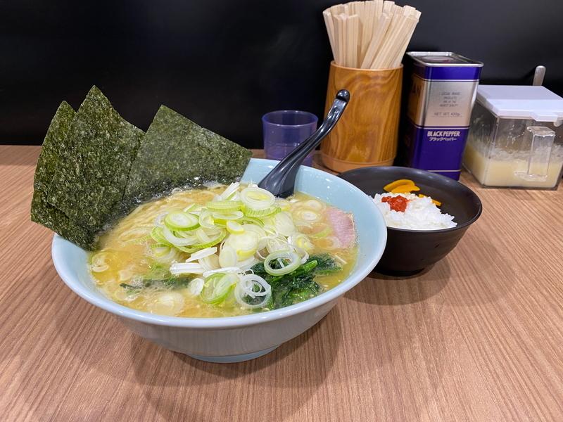 千家根岸店 チャーシューメン並(950円)+薬味増し(無料)+小ライス(150円)