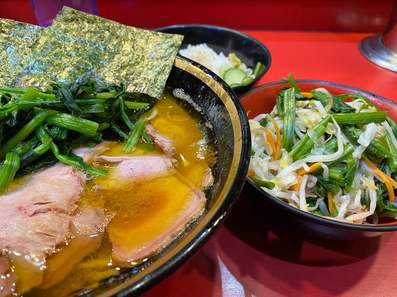 吉村家 チャーシューメン(820円)+野菜畑(100円)+ライス(110円)