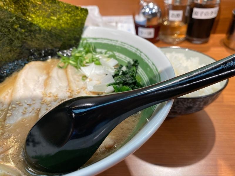 笑の家 チャーシュー麺並(1080円)+ライス並(150円)