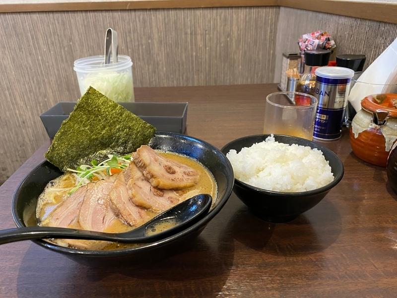 らぁ麺はせ川 らぁ麺(700円)+チャーシュー(200円)+小ライス(100円)