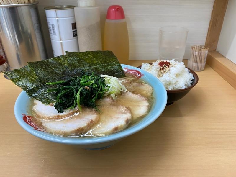 町田家新宿店 チャーシュー麺並盛(980円)+半ライス(100円)