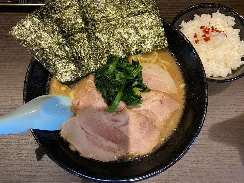 らーめん家せんだい町田店 とんこつ醤油並(太麺)+自家製チャーシュー
