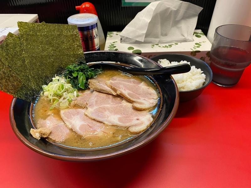 東横家 チャーシュー醤油豚骨並(880円)+小ライス(30円)