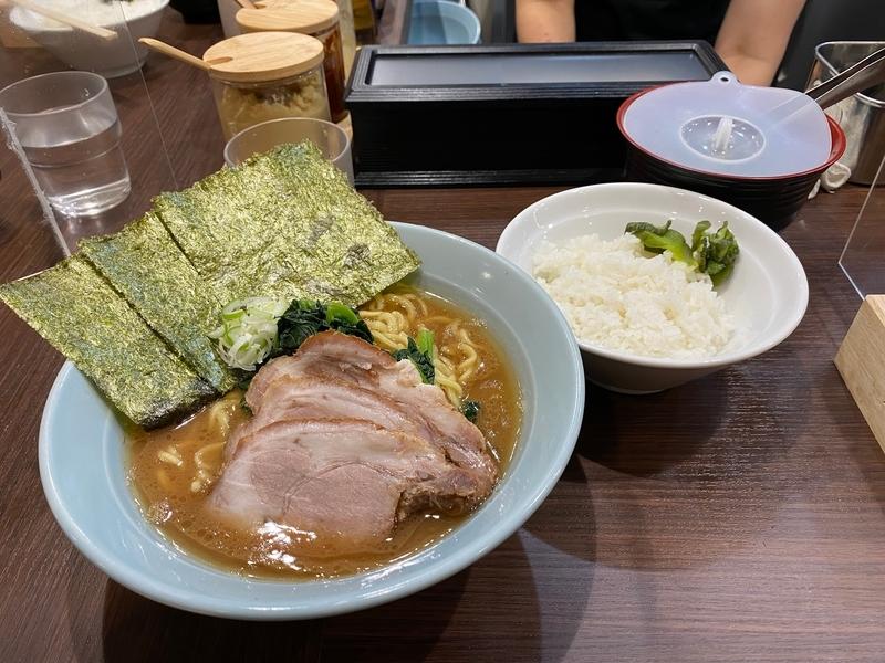 侍渋谷本店 らーめん(780円)+チャーシュー2枚(120円)+半ライス(50円)