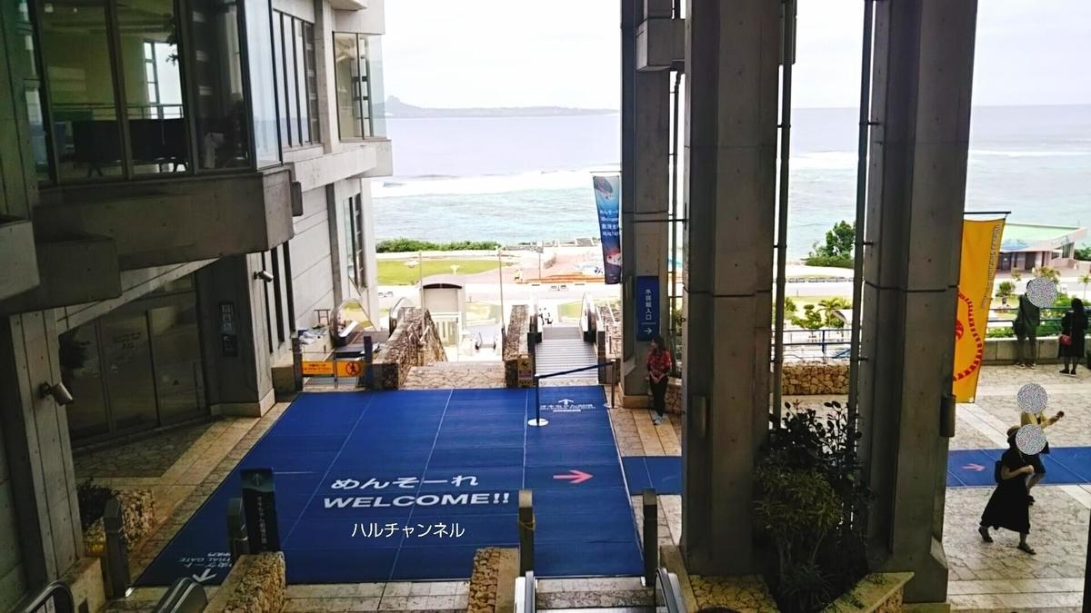【沖縄】美ら海水族館「入り口に向かうエスカレーターからの風景」
