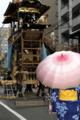 京都新聞写真コンテスト 船鉾組立を見守る女性