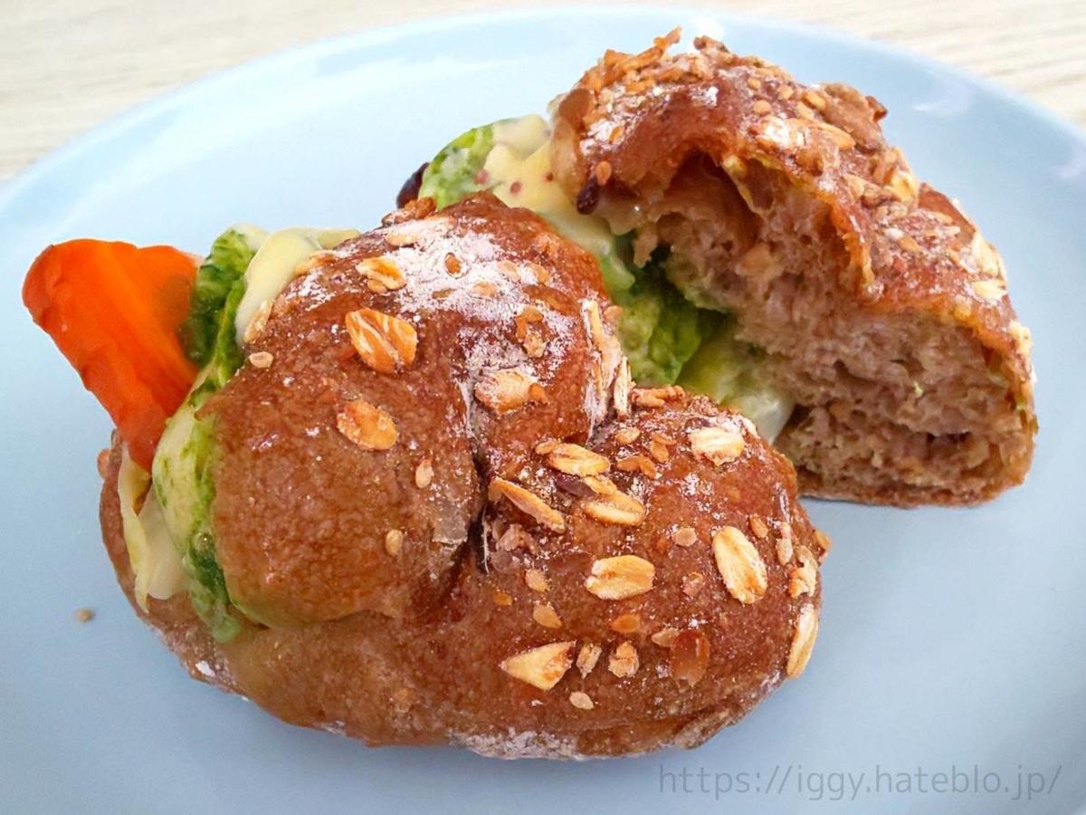 アマムダコタン おすすめパン ロースト人参と鶏ムネの春菊ジェノベーゼサンド 感想 口コミ 人気パン