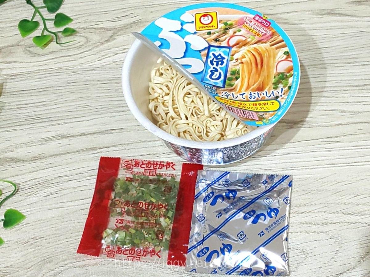 【マルちゃん】夏おすすめのカップ麺「冷やしぶっかけうどん」かやく つゆ LIFE