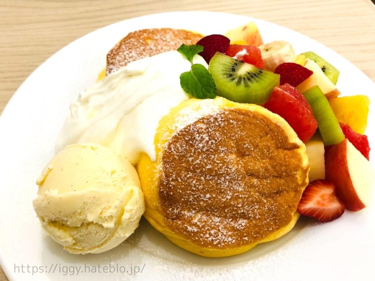 幸せのパンケーキ「季節のフレッシュフルーツパンケーキ」バニラアイス 口コミ