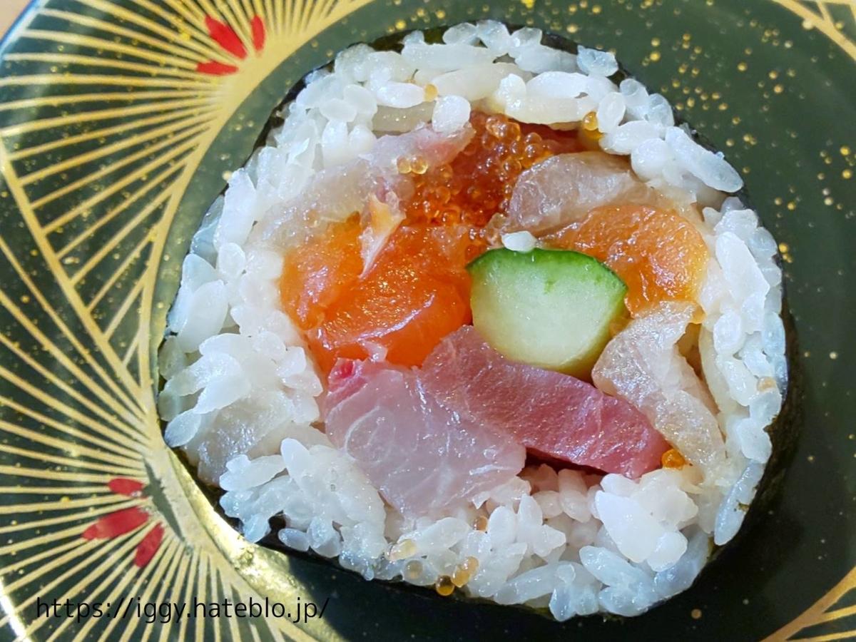 長浜鮮魚市場 「市場ずし 魚辰」海鮮巻200円皿 LIFE