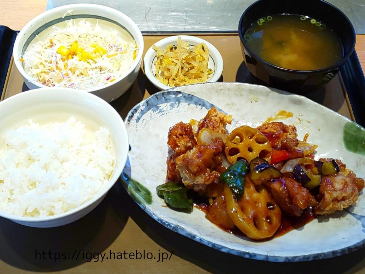 やよい軒 彩野菜と鶏の黒酢あん定食  カロリー 感想 口コミ レビュー