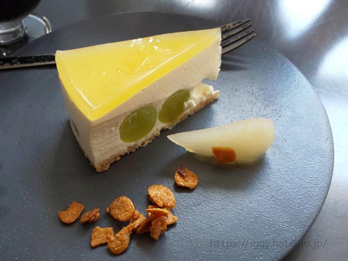 タウンズ シャインマスカットレアチーズケーキ LIFE