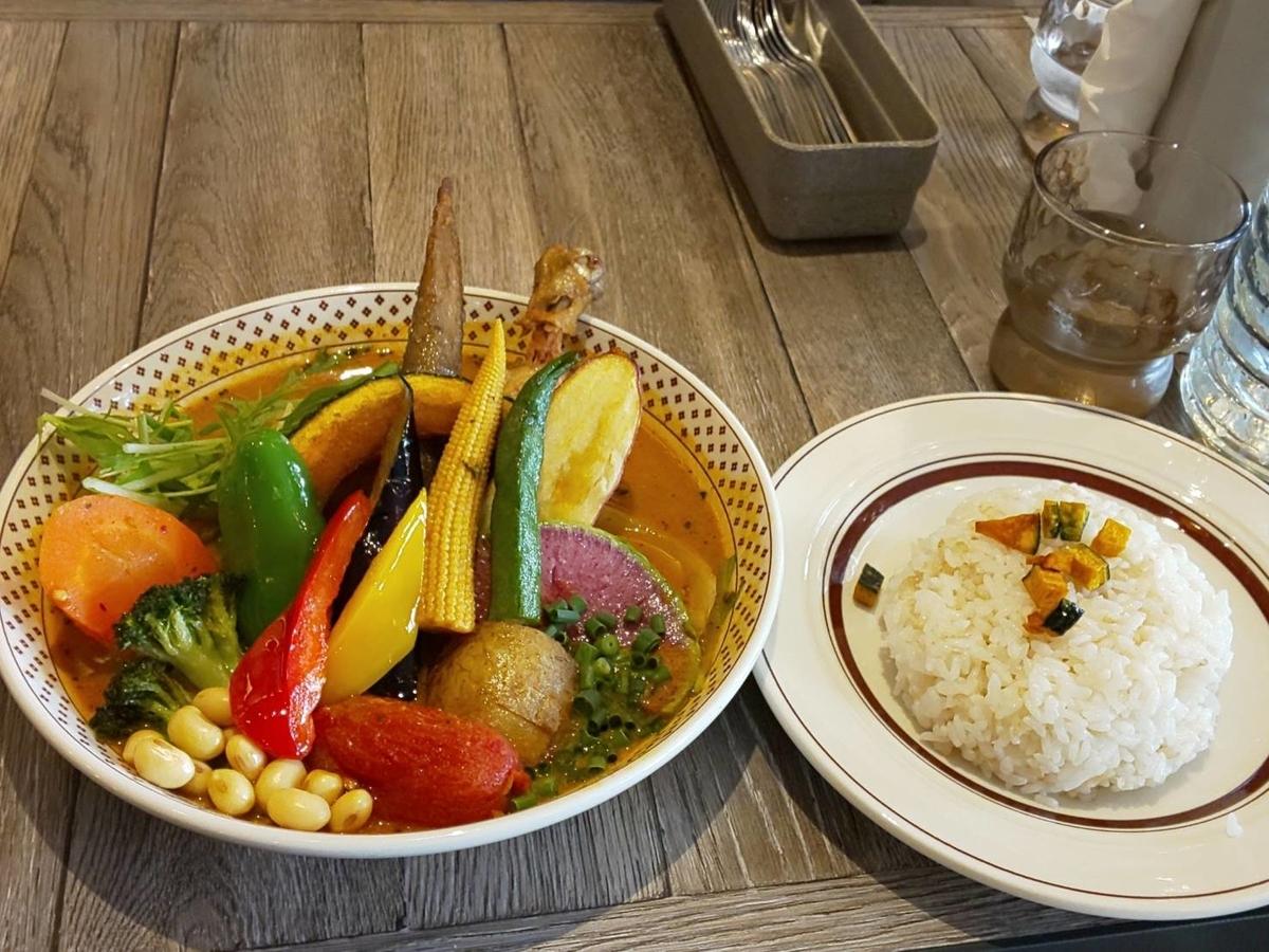 路地裏カリィ侍 人気メニュー チキンと1日分の野菜20品目 口コミ レビュー