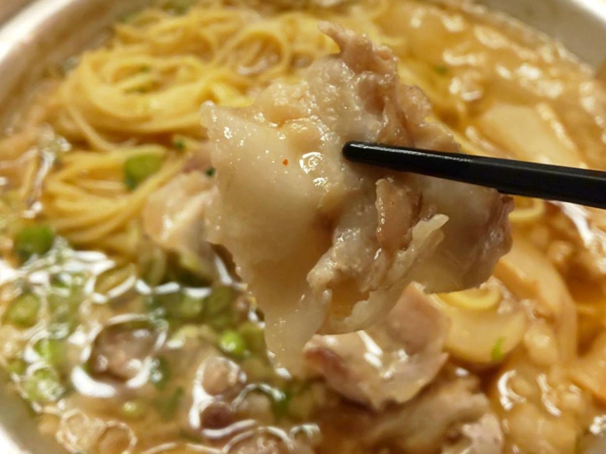 ジョイフル「背脂たっぷり鉄鍋醤油ラーメン」具 豚肉 感想 口コミ レビュー