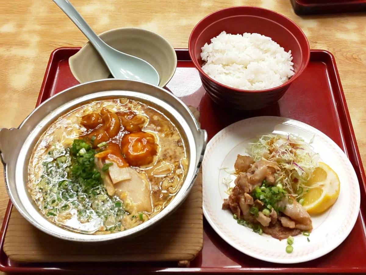 ジョイフル「鉄鍋ホルモンラーメン」ラーメンスタミナ豚炒めセット 口コミ レビュー