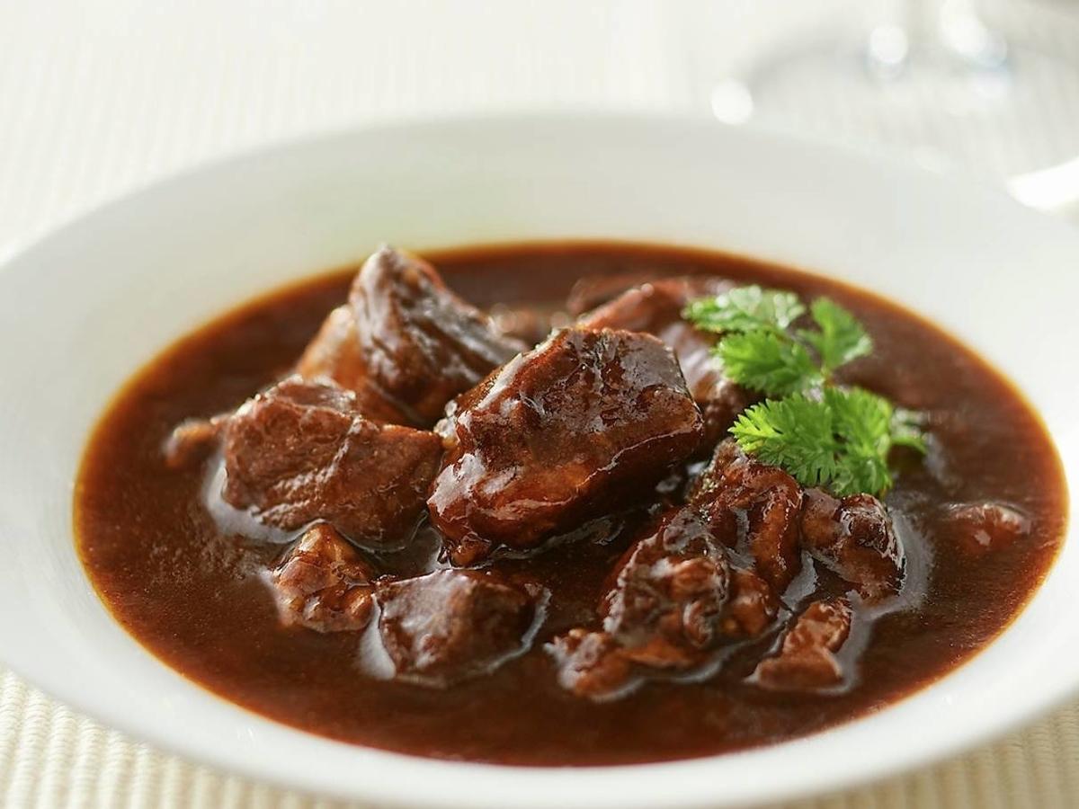 無印 世界の煮込み「牛肉の赤ワイン煮」ブッフブルギニヨンとは? 口コミ レビュー