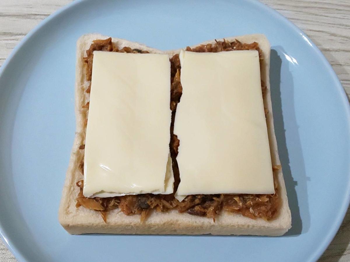 サバの味噌煮トースト 作り方 スライスチーズ 簡単トーストレシピ