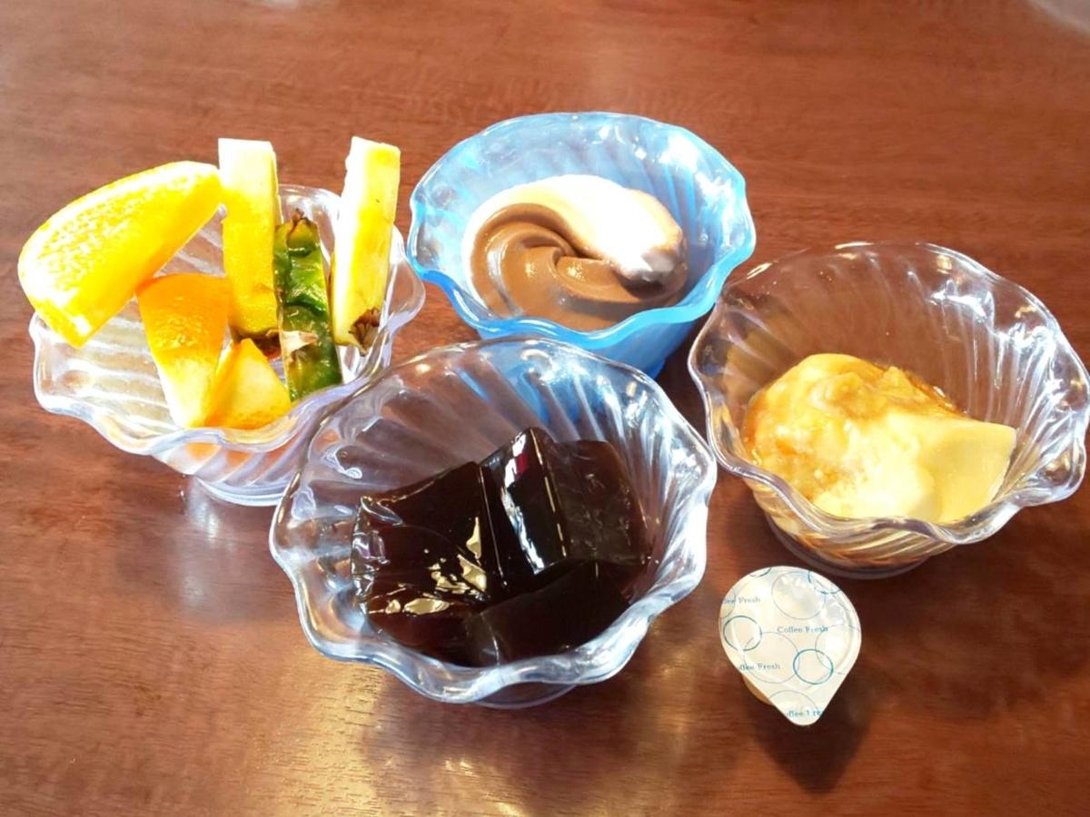 カウボーイ家族 ハンバーグ&目玉焼きランチ サラダバー デザート 口コミ 感想 評判