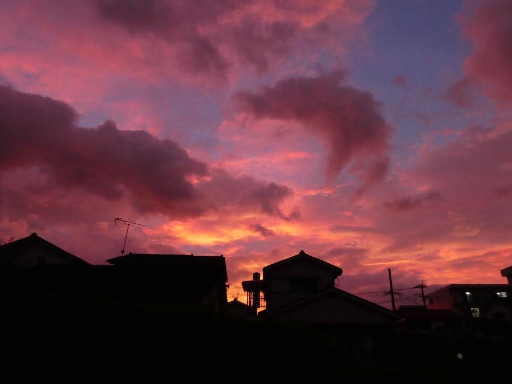 台風前の夕暮れ