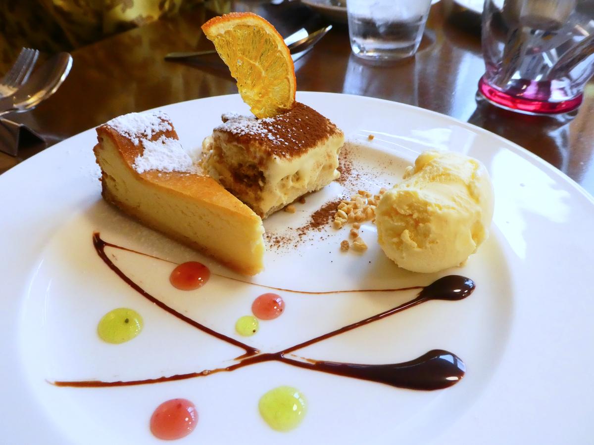ルーフガーデンレストラン ケーキ